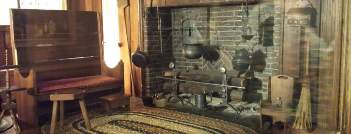 Thorne Miniature Rooms is one of Chicago sites.