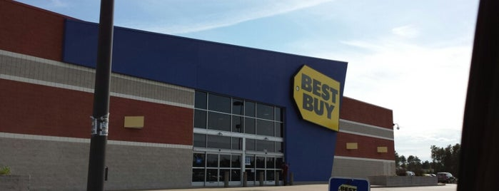 Best Buy is one of Drew'in Beğendiği Mekanlar.