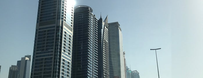 Emirates First & Business Class Arrival is one of clive'nin Beğendiği Mekanlar.
