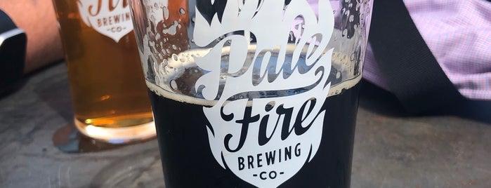 Pale Fire Brewing Co. is one of Adam'ın Kaydettiği Mekanlar.