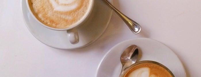 Toma Café is one of Desayunos, Brunch y Meriendas en Madrid ☕️💗.