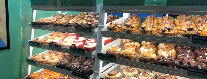 Doughnut Time is one of Let's go to London!.