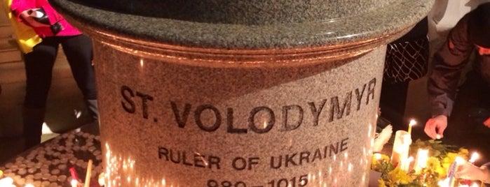 St. Volodymyr Statue is one of Orte, die Yunus gefallen.