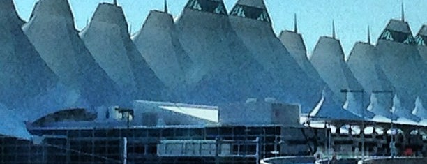 Aéroport international de Denver (DEN) is one of The Crowe Footsteps.