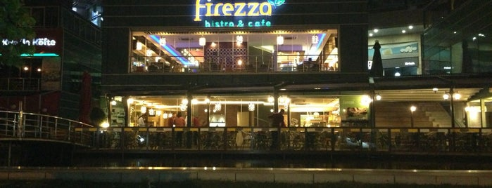 Firezza Bistro&Cafe is one of Posti che sono piaciuti a Fülay G🐞.