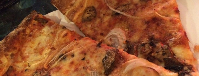 Circle Pizza is one of Brandon 님이 좋아한 장소.