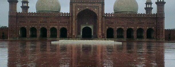 Badshahi Masjid is one of Orte, die Asim gefallen.