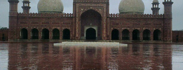 Badshahi Masjid is one of Asimさんのお気に入りスポット.