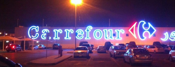 Carrefour is one of Locais curtidos por Rema.