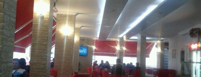 Simit Cafe is one of สถานที่ที่ Müzeyyen ถูกใจ.