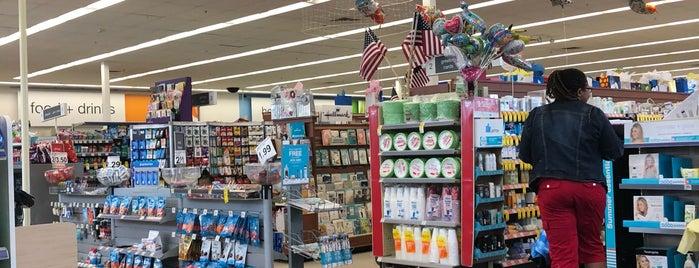 Walgreens is one of สถานที่ที่ L Patrick ถูกใจ.