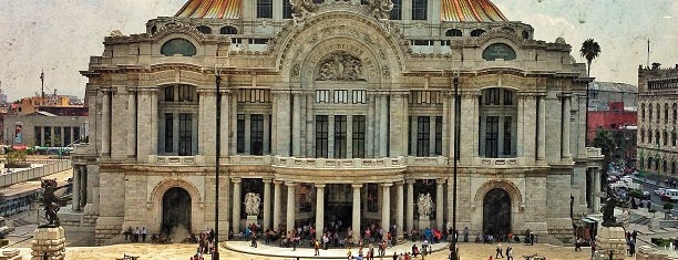 Palacio de Bellas Artes is one of musts de méxico lindo.