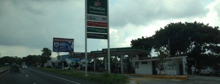 Gasolinera Chamilpa is one of Locais curtidos por Gerard.