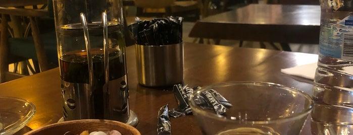 Nakhla Cafe is one of Locais curtidos por Aynur.