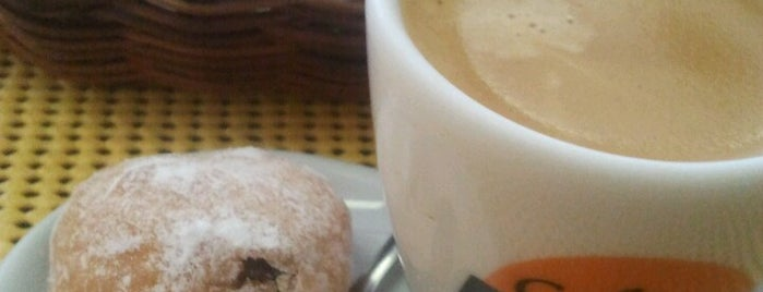 Café Donuts is one of Lugares favoritos de Bruno.