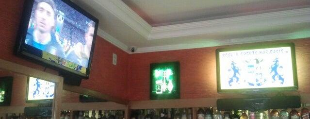 Bar Oasis is one of Locais salvos de Carol.