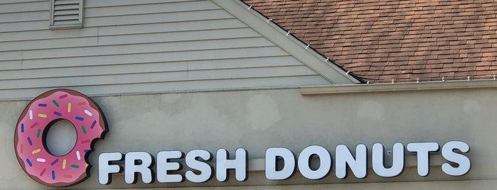 Fresh Donuts is one of Tempat yang Disukai Mark.