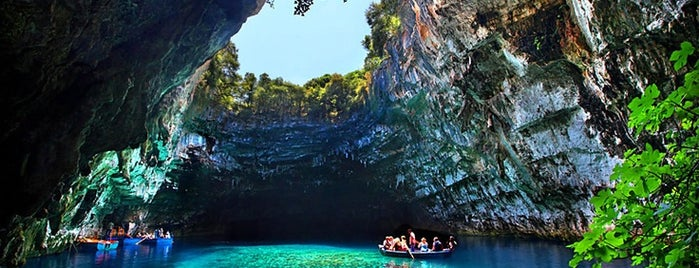 Melissani Lake is one of Guía de Cefalonia.