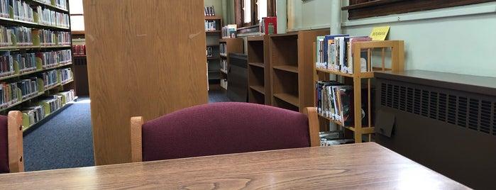 West New York Public Library is one of Lugares guardados de Kyra.