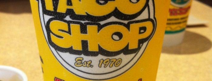 Taco Shop is one of Lugares favoritos de Tiffany.