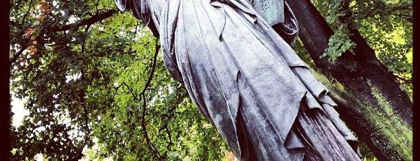 Statue de la Liberté is one of Parijs.