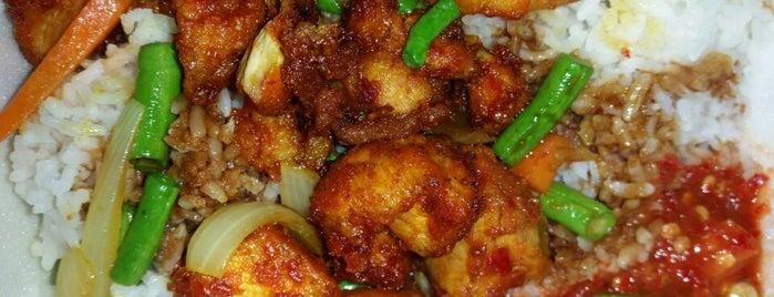 Nasi Ayam Kunyit is one of Yunus'un Beğendiği Mekanlar.