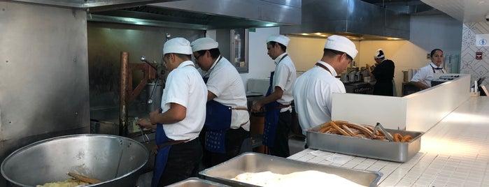 Churrería El Moro is one of Locais curtidos por Alfredo.
