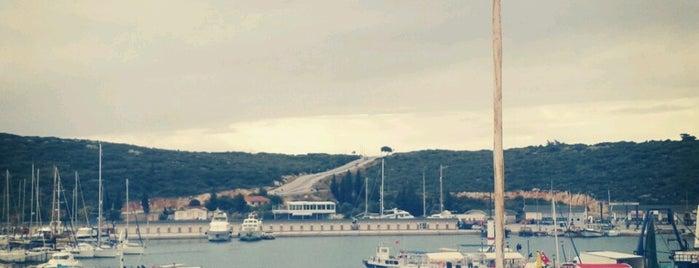 Sığacık Limanı is one of görülecek yerler.