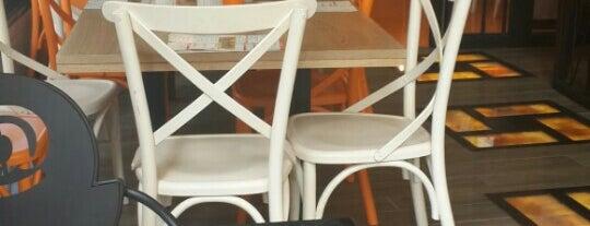 Burger@ is one of Tempat yang Disukai Mine U. 🍀🍀.
