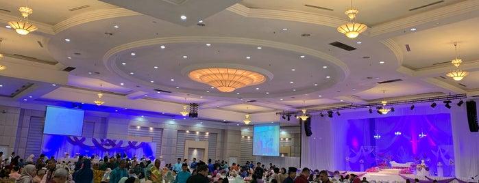 Grand Ballroom Wisma Perwira is one of Locais curtidos por Rahmat.