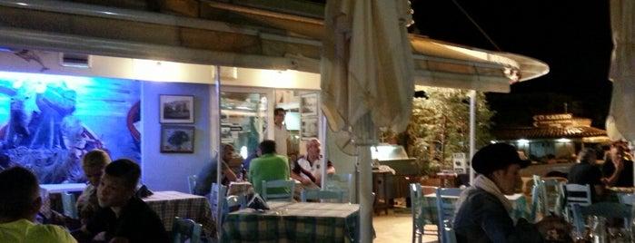 Τα Φιλαράκια is one of Posti che sono piaciuti a Deniz.