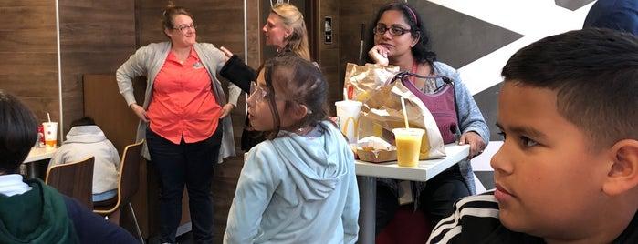 McDonald's is one of Orte, die Laura gefallen.