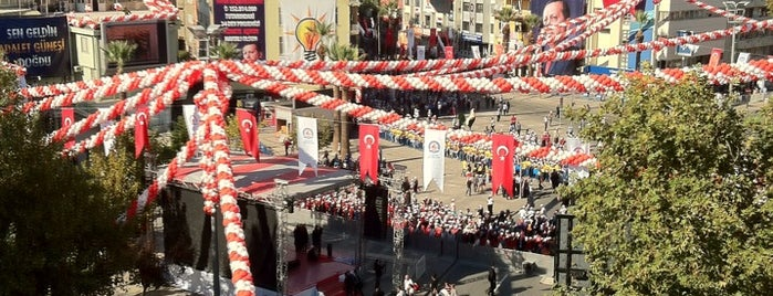 AK Parti Denizli İl Başkanlığı is one of Lieux qui ont plu à Mahide.