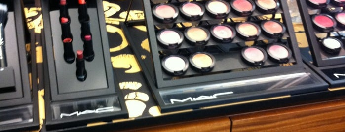 MAC Cosmetics is one of Tempat yang Disukai Cristina.