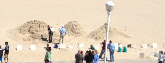 Jesus Sand Art Exhibit is one of Lieux qui ont plu à Whitni.
