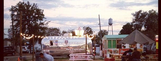 Round Rock Food Trailer Park is one of Mary: сохраненные места.