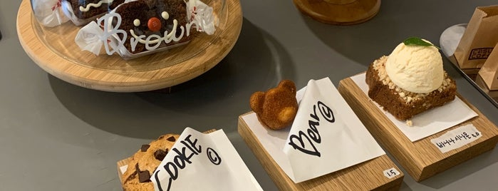 Casual Coffee is one of ♠ 가로수길 지역전문가 ♠.