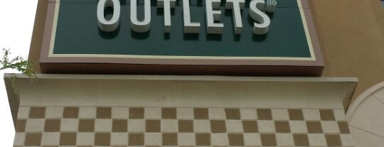 Grove City Premium Outlets is one of Places to visit in the US of A!.