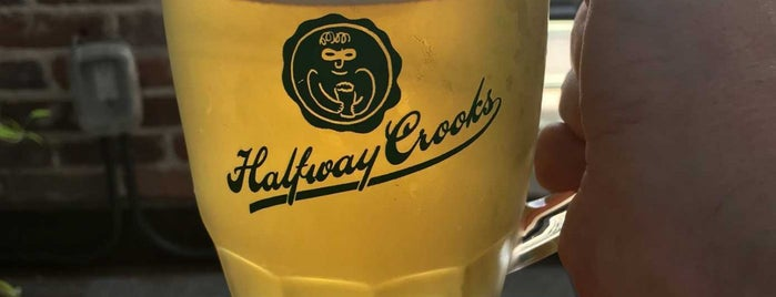 Halfway Crooks Beer is one of Melinaさんのお気に入りスポット.