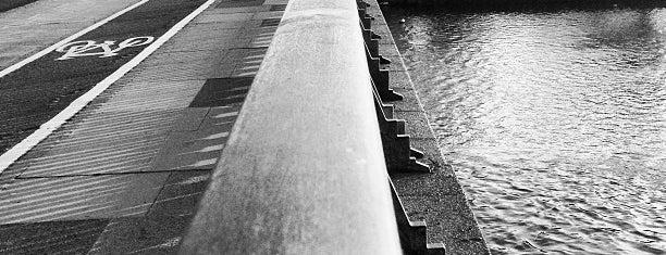 Twickenham Bridge is one of Posti che sono piaciuti a Del.