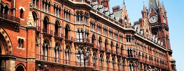 St. Pancras Renaissance Hotel London is one of لندن.