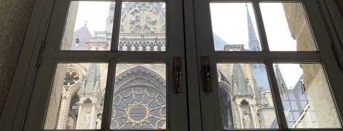 Palais du Tau is one of Reims.