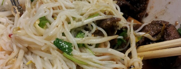 Pho Crystal Vietnamese Cuisine is one of Claudiaさんのお気に入りスポット.