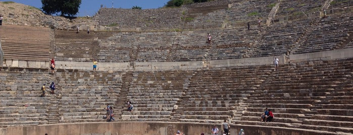 Great Theater of Ephesus is one of Locais curtidos por Erdem.