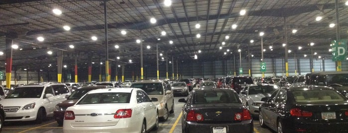 Peachy Airport Parking (Indoor) is one of Locais curtidos por Holly.