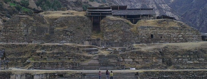 Chavín de Huántar is one of Perú 02.