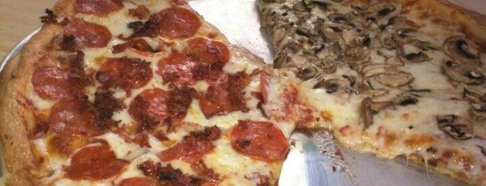 Heavenly Pizza is one of Tempat yang Disukai Daniel.