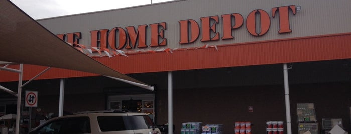 The Home Depot is one of Tempat yang Disukai Jerry.