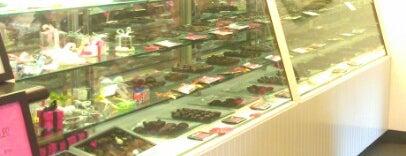 The Newport Sweet Shoppe is one of สถานที่ที่ Michael ถูกใจ.
