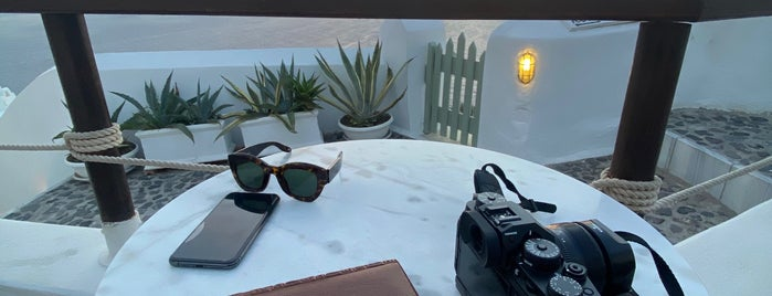 Sun Spirit is one of Santorini.